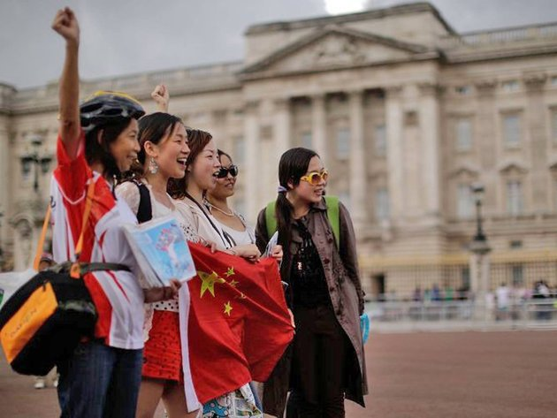 Chinese students touring Europe